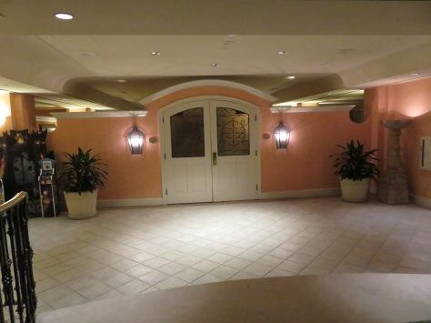 Portofino Bay Club Lounge