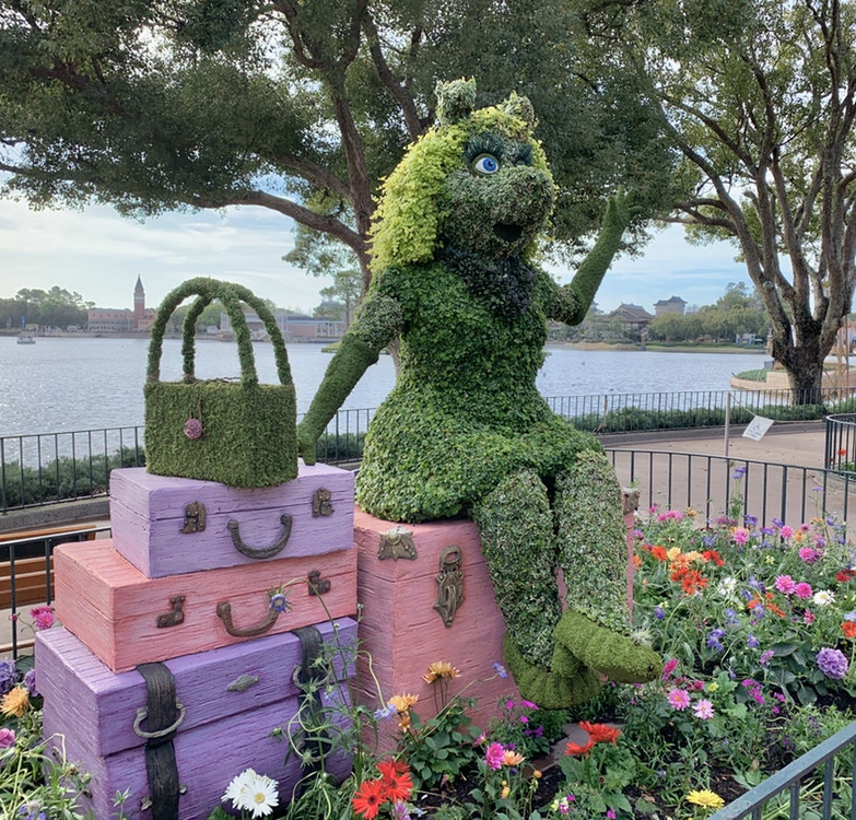 12-030320-EPCOT-Miss-Piggy-Topiary
